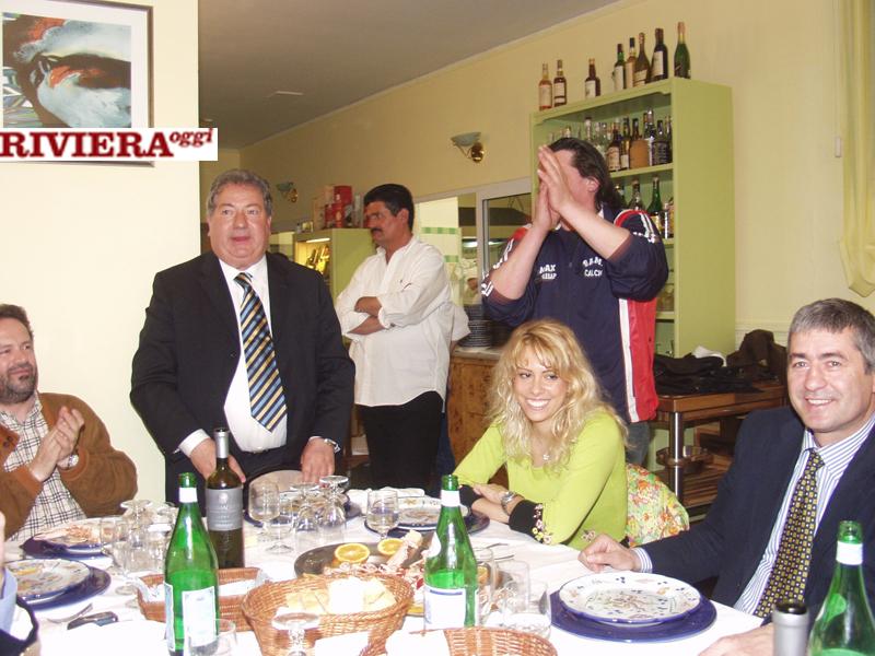 Aprile 2002, ristorante Il Gambero: canti e risa tra Gaucci ed Elisabetta Tulliani col tifoso Scintilla