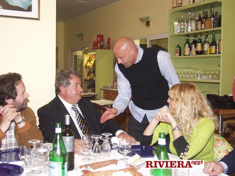Aprile 2002, ristorante Il Gambero: il sindaco Martinelli, Gaucci, l'allenatore Colantuono, Elisabetta Tulliani
