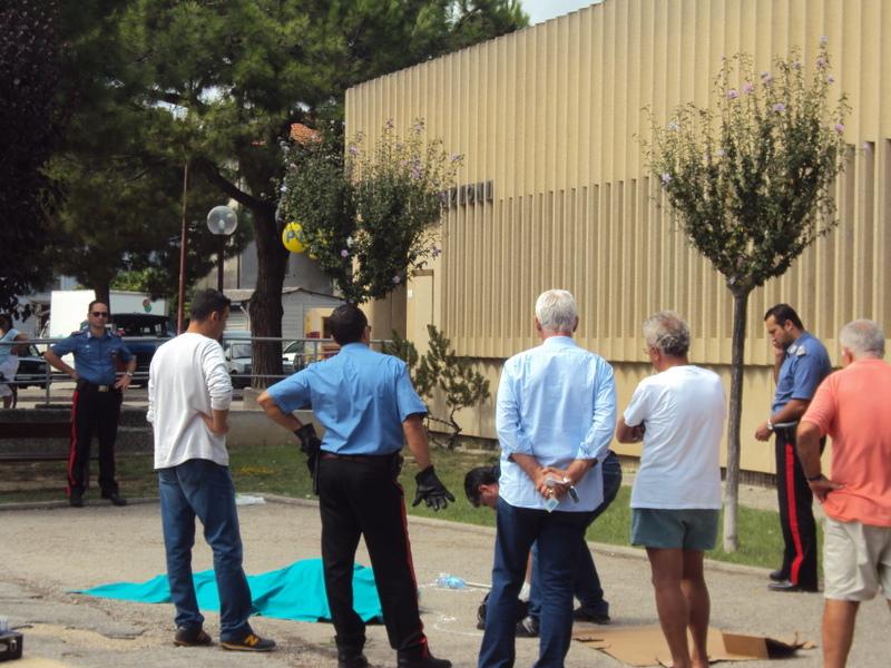 Tentano di soccorrerla, ma non c'è nulla da fare: muore donna rom di fronte all'ufficio postale di Porto d'Ascoli