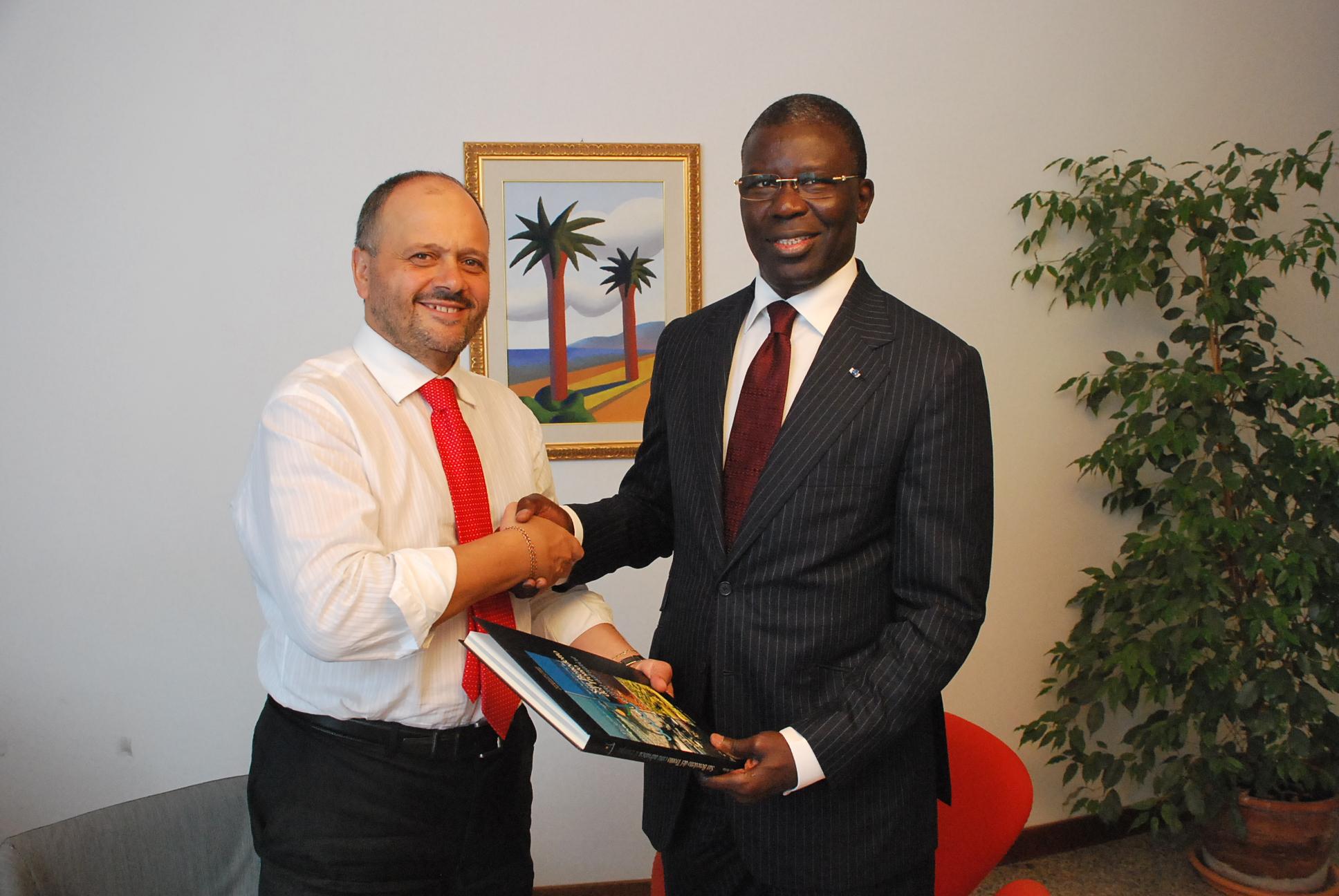 Il sindaco Gaspari con il politico del Senegal ricevuto in Comune