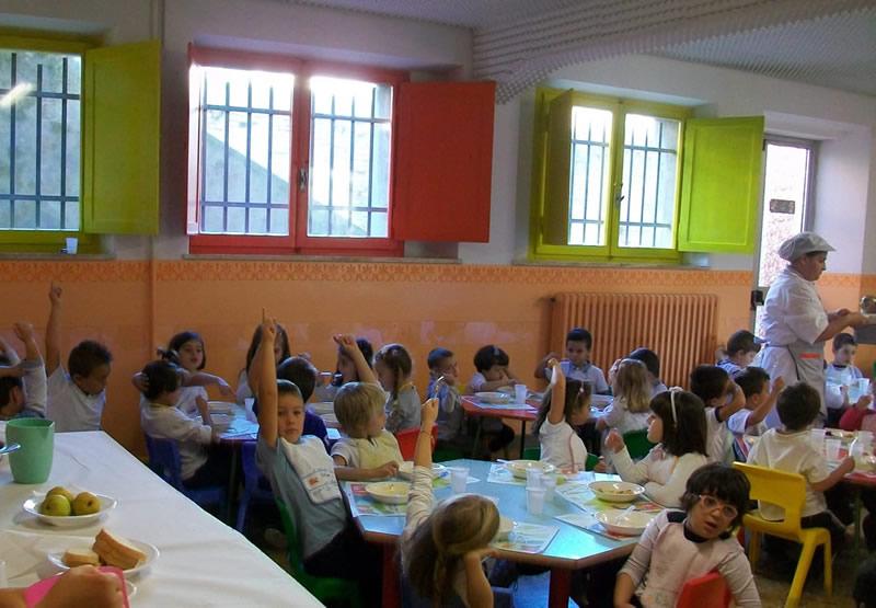 Bambini alla mensa di Cupra