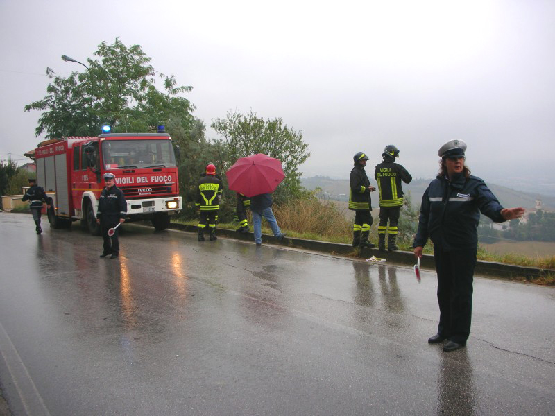 I Vigili del Fuoco e la Stilo caduta nella scarpata, 13 ottobre 2010