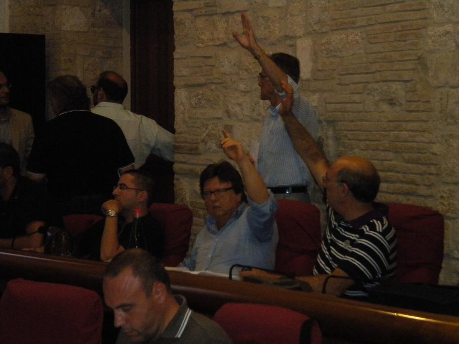 Consiglio comunale - L'opposizione durante un voto