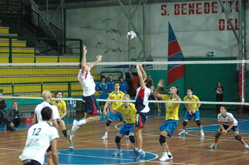Sabato pomeriggio, PalaSpeca, City Volley Samb-Stadium Mirandola: parte la stagione di B1 per i sambenedettesi del presidente Bachisio Ledda (foto Giuseppe Troiani)