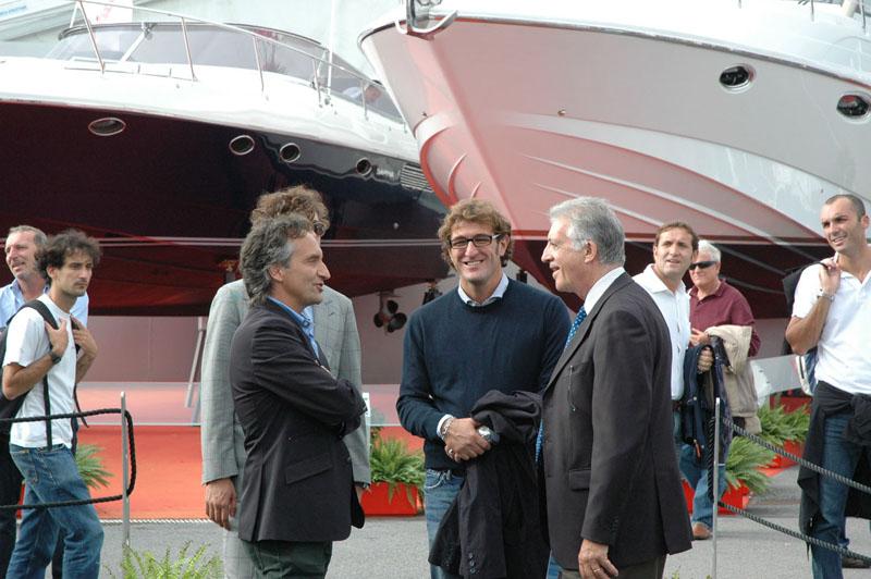 Salone di Genova, ottobre 2010: Marco Pennesi con l'ex allenatore della Juve Ciro Ferrara e un nume tutelare dei motori, Piero Ferrari, figlio del