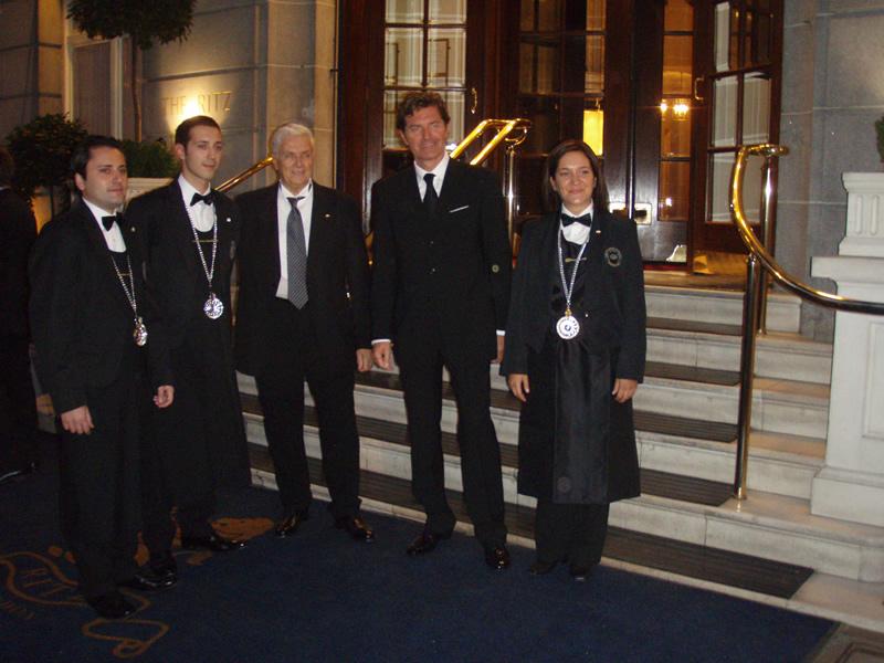 Filippo Lanciotti (secondo da sinistra) insieme agli altri due premiati Alessandra Celio e Carlo Ferrigno, al presidente di Villa Sandi Giancarlo Moretti Polegato e ad presidente dell'Ais Terenzio Medri