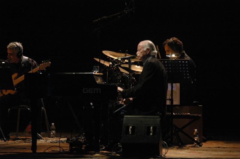 GINO PAOLI AL PIANOFORTE (foto Troiani)
