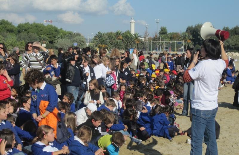 I bambini delle elementari  fanno domande sulla tartaruga, autunno 2010