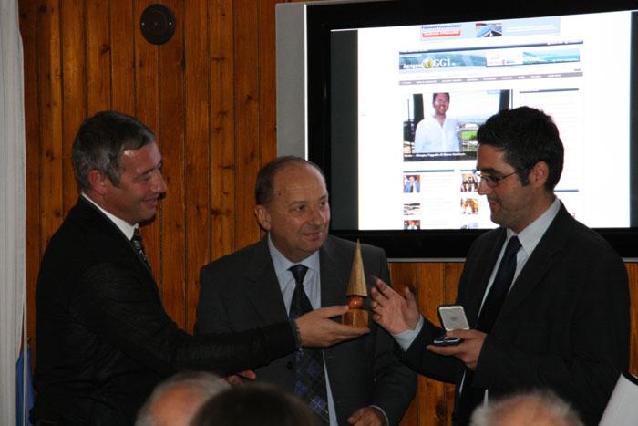 Qoll, Gianni Rossetti e Luigi Cava premiano Agrigentooggi.it (2010)