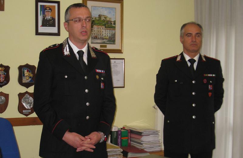 Il Capitano Pompeo Quagliozzi e il Maresciallo Cesario Biscozzo nel corso della conferenza stampa