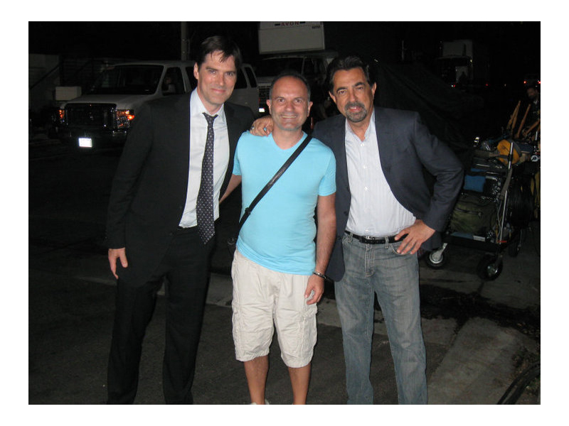 Luigi Pulcini fra Joe Mantegna e  Thomas Gibson, interpreti di Criminal Minds