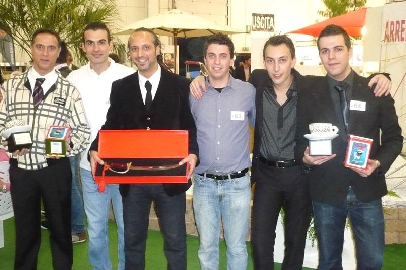 """Tech and Food 2010: lo staff del Caffé Florian di San Benedetto del Tronto, vincitore di vari premi nell'ambito del concorso """"Cappuccino dell'anno"""" tra cui miglior tecnica, miglior decorazione e locale con più partecipanti"""