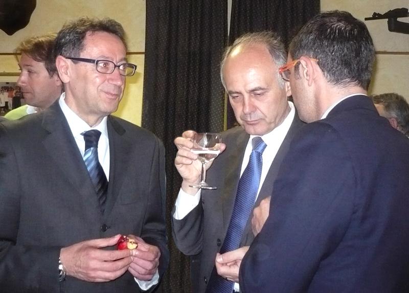 Il coordinatore regionale Pdl, Remigio Ceroni (al centro)