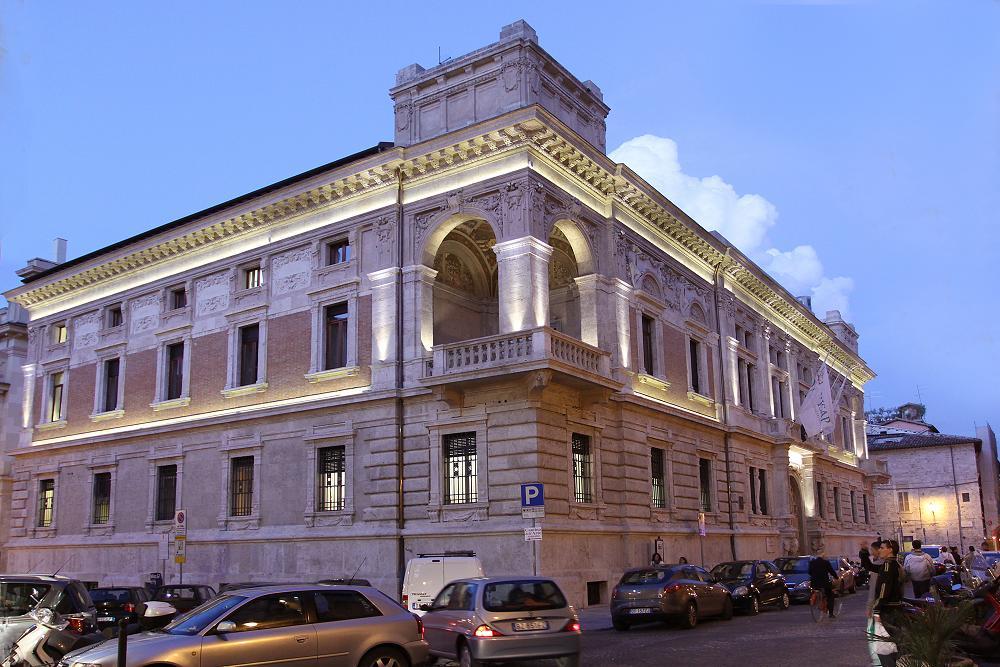 Illuminazione Facciate Storiche: Analisi su alcuni interventi di restauro in ...