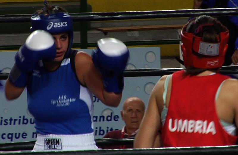 """Ragazze sul ring del Palasport """"B. Speca"""" di San Benedetto per il IX campionato italiano di pugilato femminile"""