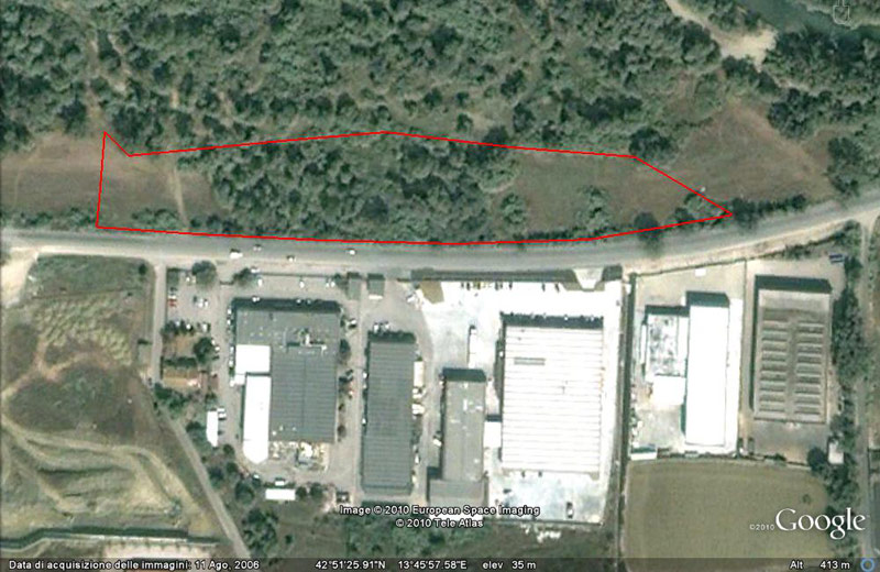 L'area in una foto di Google del 2006 testimonia la presenza di fitta vegetazione