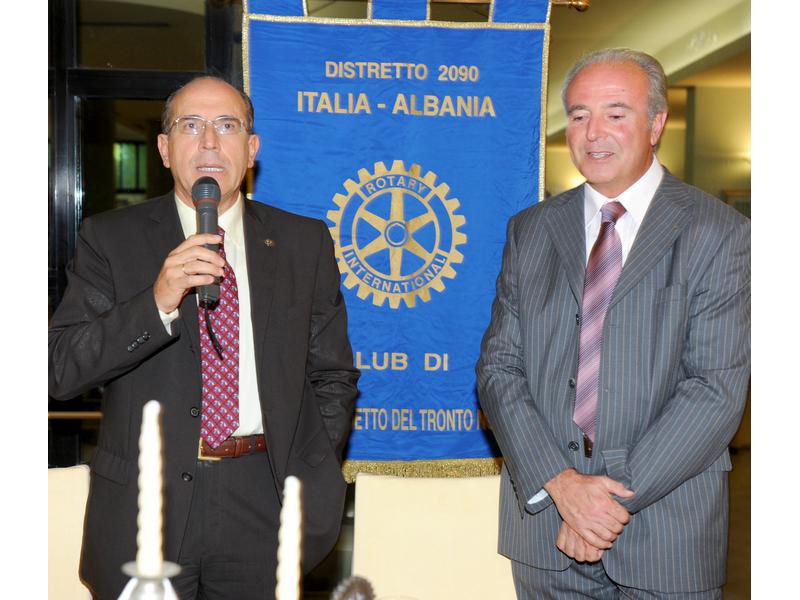 Alceo Spinozzi del Rotary Club San Benedetto Nord con Antonio Lera