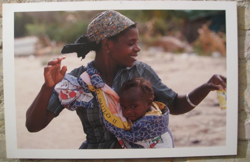 Donna mozambicana col bambino