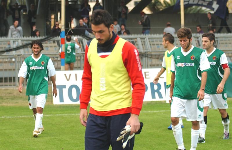 Chessari, rimasto in panchina, esce sconsolato dopo la gara con il Real Rimini (foto Troiani)