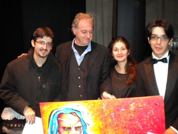 Da sinistra: il pianista Stefano Guarascio, il pittore Carlo Gentili, i pianisti russi Fatima Dsusova e Daniil Tsvetkov
