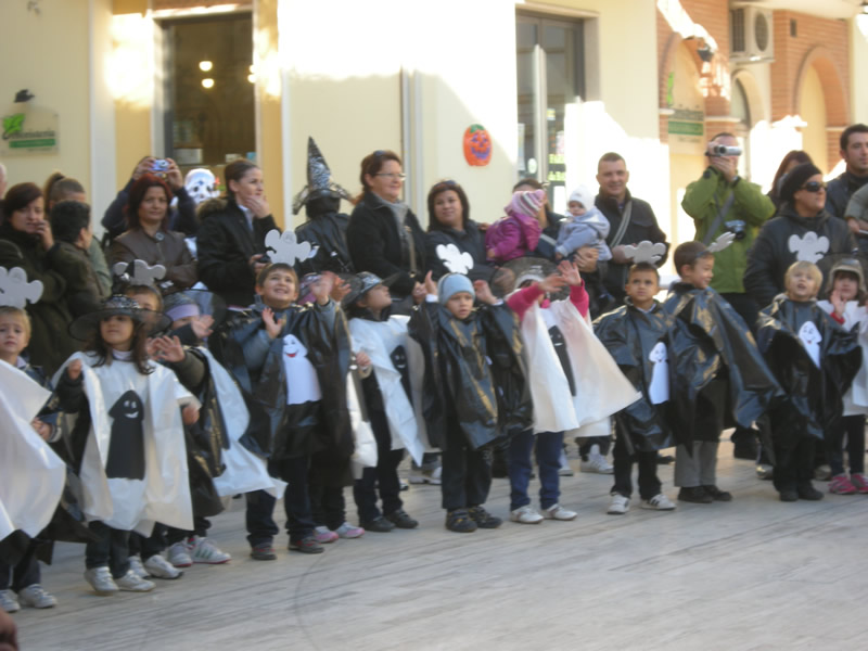 I bambini di Cupra festeggiano Halloween
