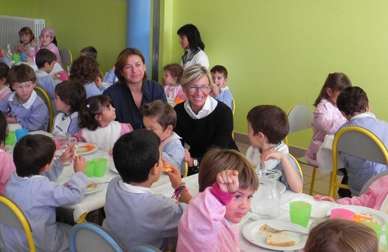 Inaugurazione delle mense 2010: la dirigente Stefania Marini e l'assessore Margherita Sorge