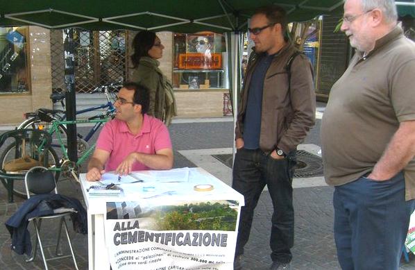 Giorgio Mancini di Sel insieme ad altri componenti del Comitato Prg a Crescita Zero