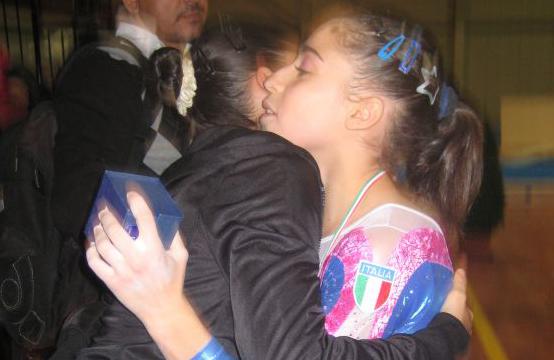 Joelle Elisabeth Mattoni si congratula con la sorella Jessica per la convocazione in Nazionale