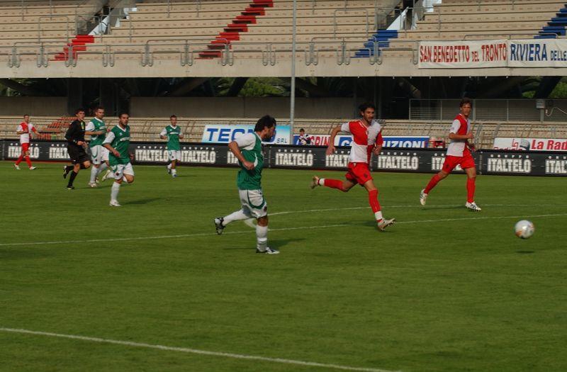 Sullo zero a zero, Pazzi sbaglia un gol tirando addosso al portiere da posizione favorevole (foto Troiani)