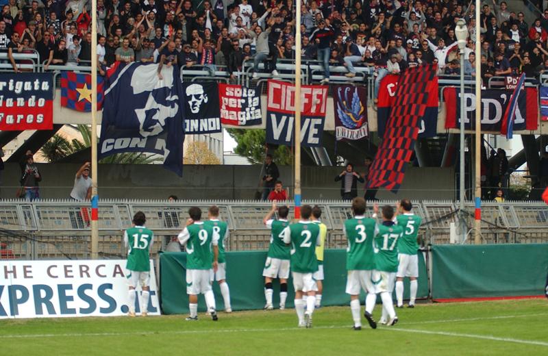 I tifosi applaudono la squadra dopo la rimonta contro il Real Rimini (Troiani)