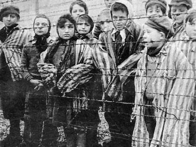 Bambini deportati in un campo di concentramento