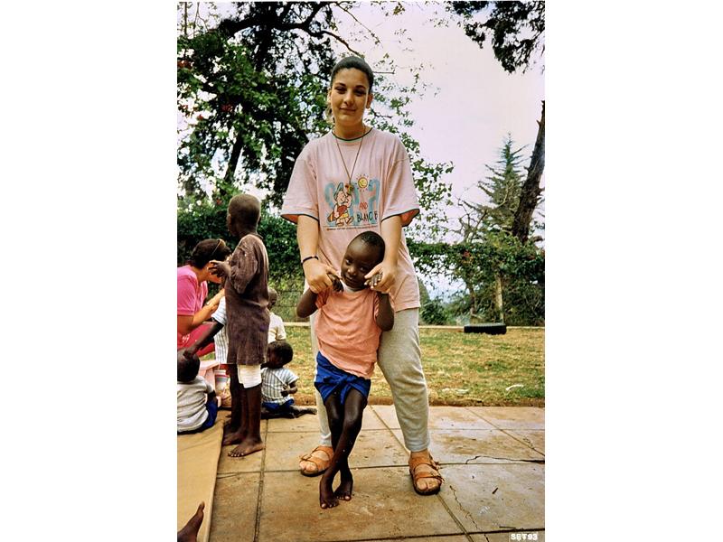 Vittoria Quondamatteo nelle sue missioni africane