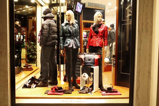La vetrina di Boutique Ricci, in via Curzi 42, a San Benedetto