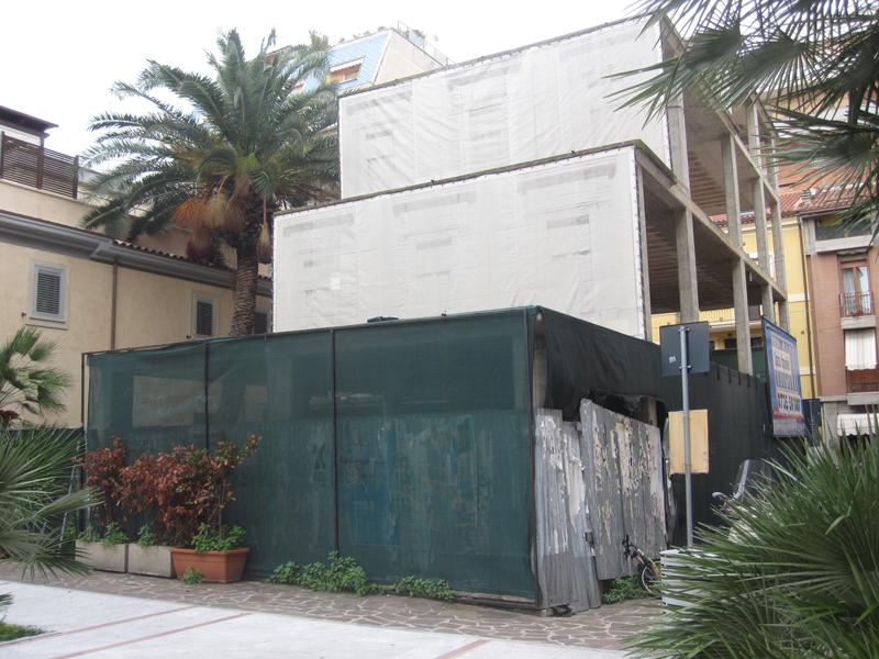 Il degrado di un edificio nella zona centrale