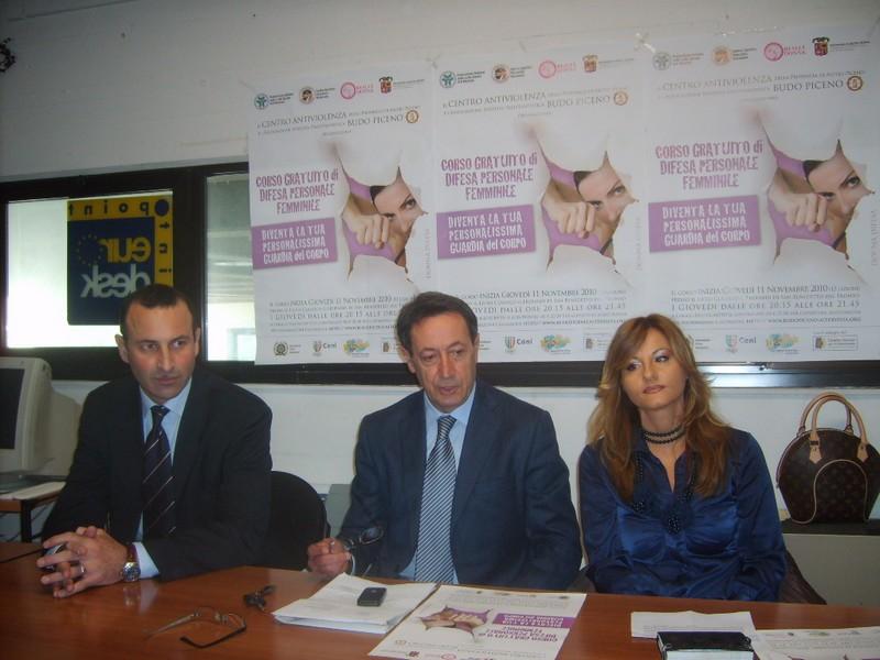 L'assessore provinciale Pasqualino Piunti fra il maestro Giuseppe Marcheggiani ed Elena Liodori di