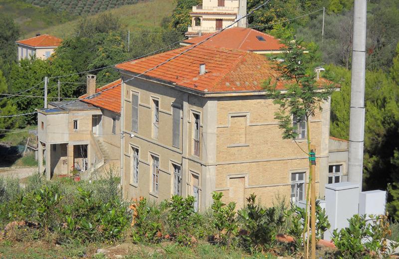 L'ex struttura scolastica in vendita