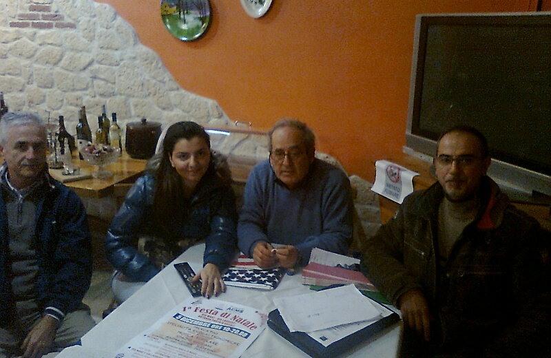 Il presidente dell'Associazione Commercianti Mare-Sentina Pierluigi Cappelli con Franco Lettera e un'altra esponente