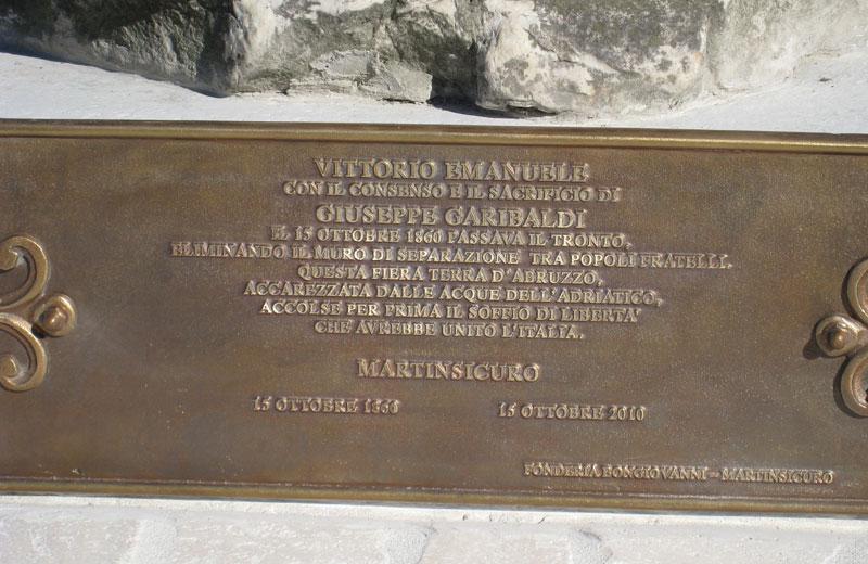 L'iscrizione sul basamento