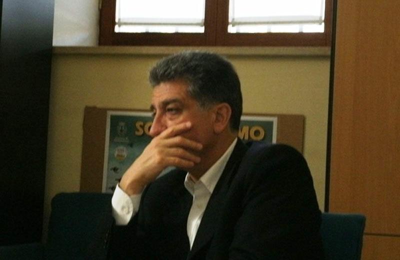 Luigi Merli un po' preoccupato