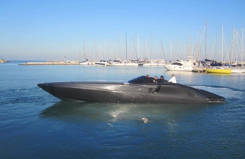 Il varo della Tnt 48 Replica, nuovo monocarena da diporto del Cantiere Metamarine destinato al mercato nautico del lusso