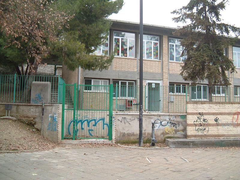 L'ex scuola Borgo Trevisani nel quartiere Ponterotto