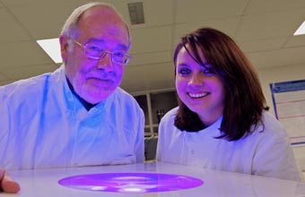 I microbiologi John Anderson e Michelle Maclean