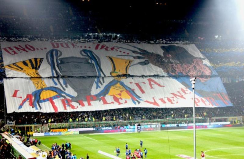 Striscione dell'Inter durante il derby