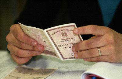 Verifica del documento di identità. Fonte Internet