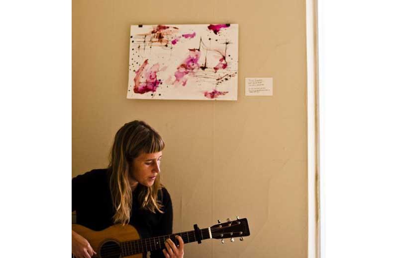 L'artista americana Annie Lewandowski