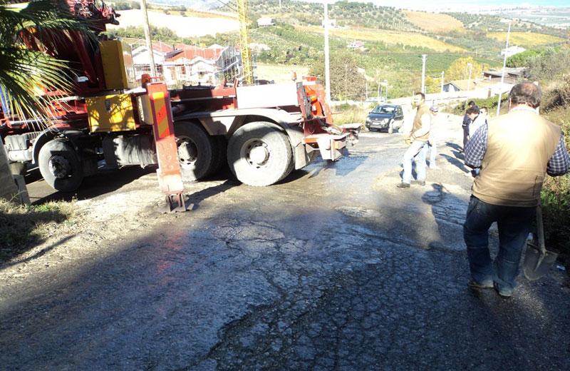 Camion si ribalta in contrada San Martino a Colonnella