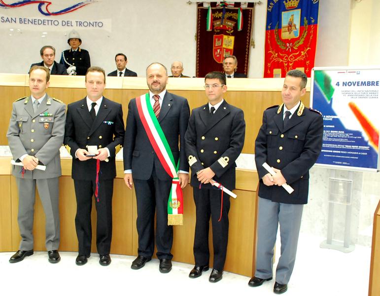 Cerimonia del 4 novembre 2010: i premiati con il Gran Pavese Rossoblu