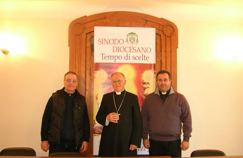 Da sinistra verso destra: Don Romualdo Scarponi, il vescovo Gervasio Gestori e Don Claudio Marchetti