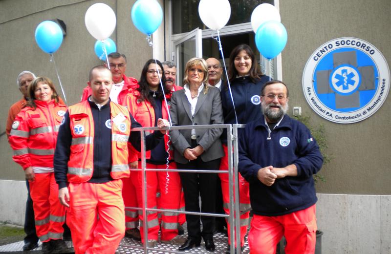 Gabriella Sciarra e i volontari di