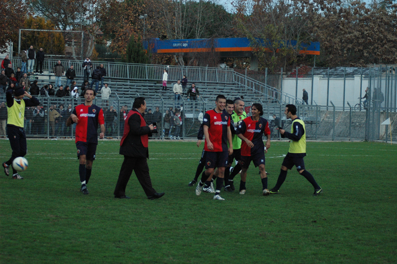 Jesi, l'entusiasmo rossoblu a fine gara (foto Troiani)